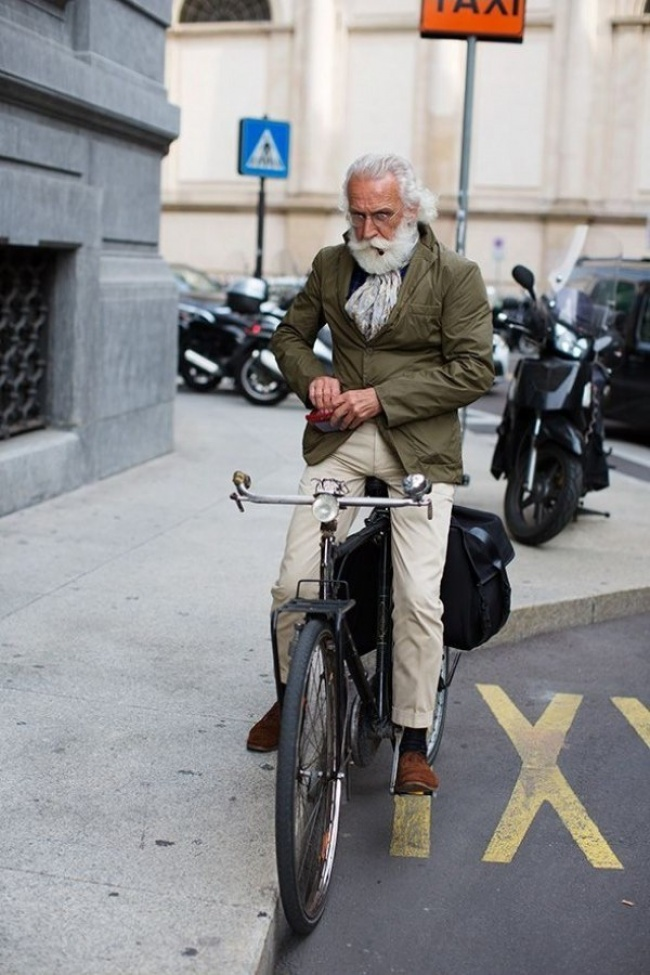 Сивий гламур: ТОП-7 стильних образів для дідусів - фото 1