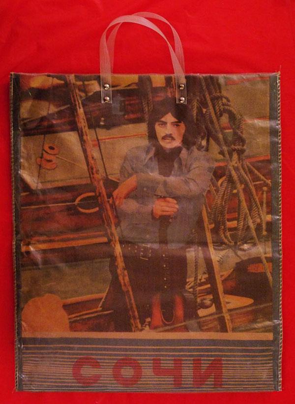 Дикий СРСР: Як поліетилен прали до дір і носили замість клатчів - фото 7