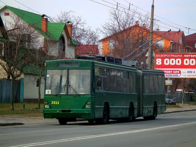 Во время движения в Киеве загорелся троллейбус с пассажирами, - ГосЧС - Цензор.НЕТ 7151