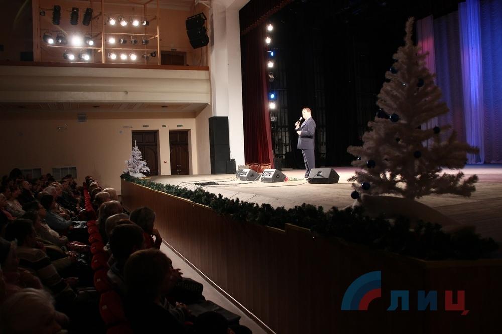 Кобзон в окупованому Луганську отримав орден від Плотницького  - фото 4