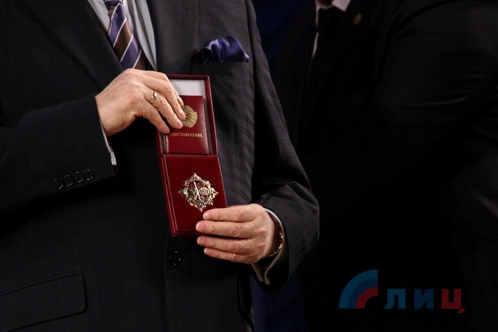 Кобзон в окупованому Луганську отримав орден від Плотницького  - фото 2