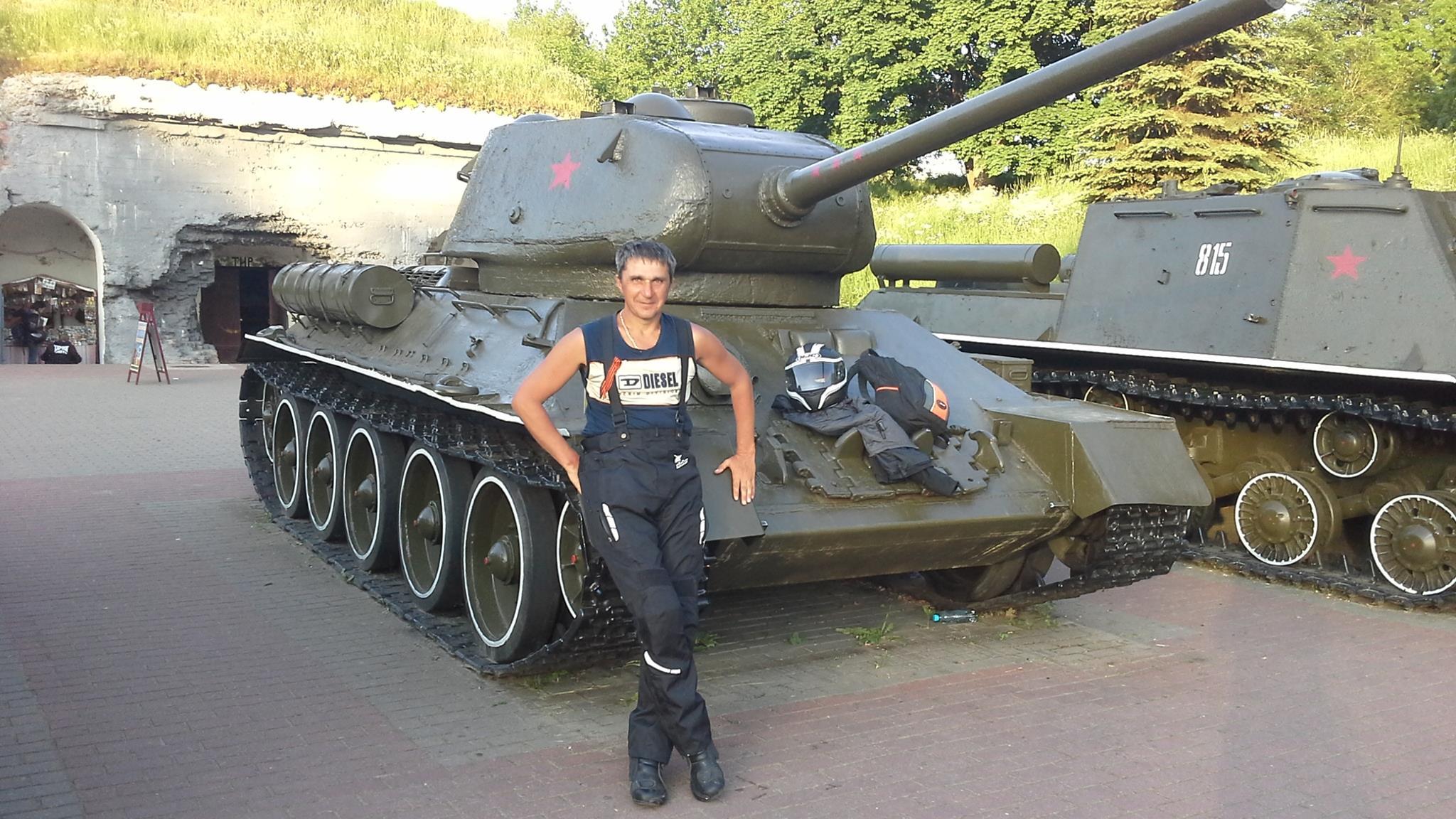 """Соцмережі розсекретили українця, який подався з """"Нічними вовками"""" в Європу - фото 1"""