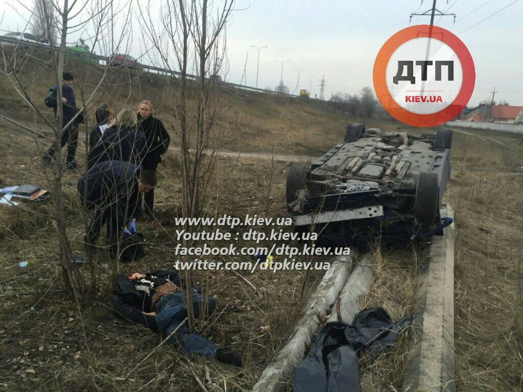 У Києві Lexus зніс зупинку: пішохід загинув на місці (ФОТО 18+) - фото 5