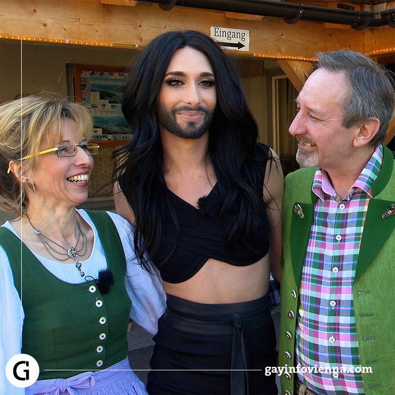 Бородатая Кончита Вурст показала своих родителей | Depo