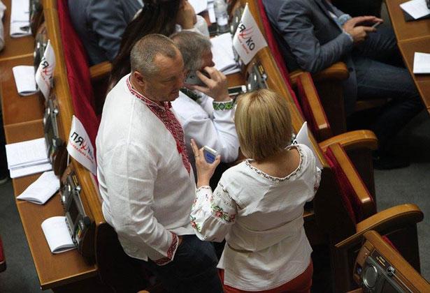 Як депутати святкували День вишиванки (ФОТО) - фото 36