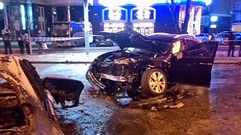 Жахлива ДТП у Києві: Одне авто згоріло, водій загинув - фото 2