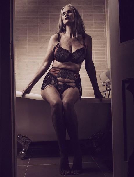 56-річна модель знялася в нижній білизні - фото 4