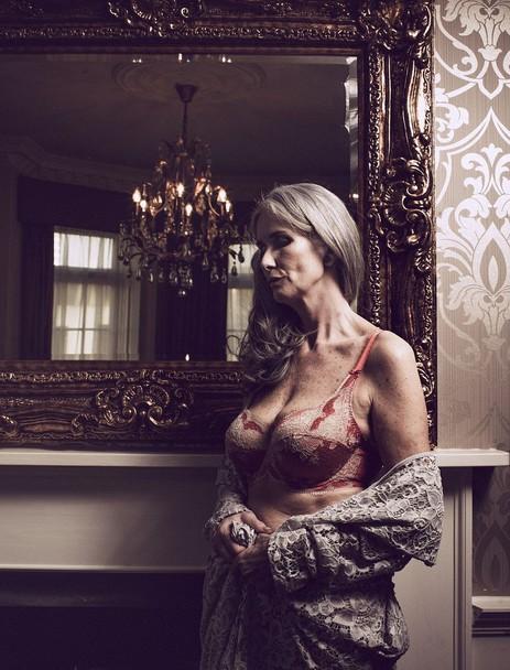 56-річна модель знялася в нижній білизні - фото 5