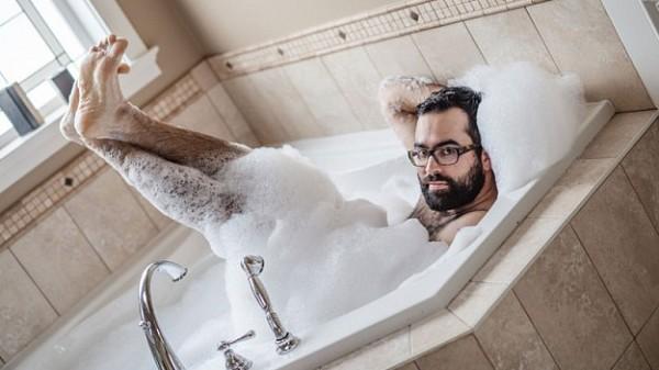 Як чоловік подарував дружині еротичний календар із собою (18+ ФОТО) - фото 9