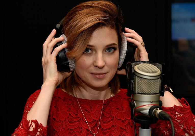 """Кримська """"Няша"""" змінила мундир на червону сукню - фото 3"""