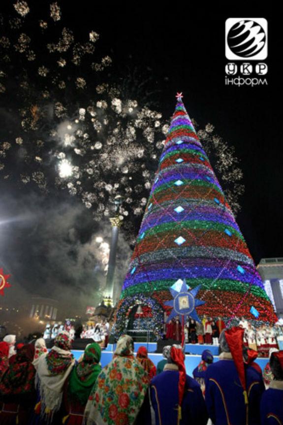 Як змінювалася головна новорічна ялинка України протягом півстоліття - фото 12