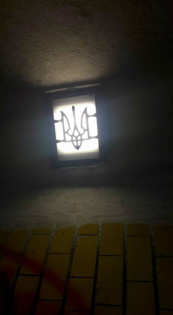 У столичних підземних переходах встановлюють патріотичні світильники - фото 1