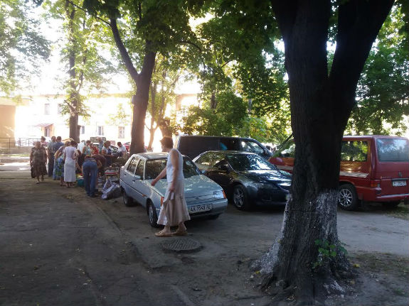 Як торгаші перетворили цілу вулицю у Києві на пекло  - фото 1
