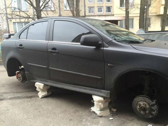 Автокрадії масово залишають столичних водіїв без коліс  - фото 1