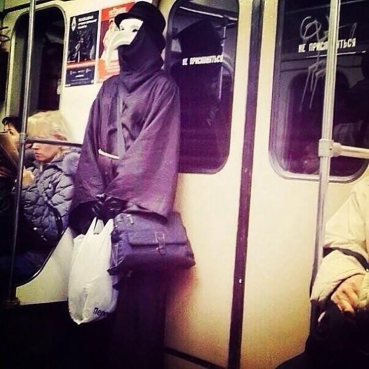 35 неймовірних диваків у метро - фото 35