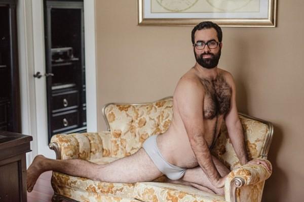 Як чоловік подарував дружині еротичний календар із собою (18+ ФОТО) - фото 8