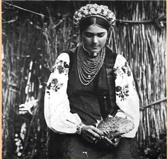Як одягалися українські модниці 100 років тому - фото 1