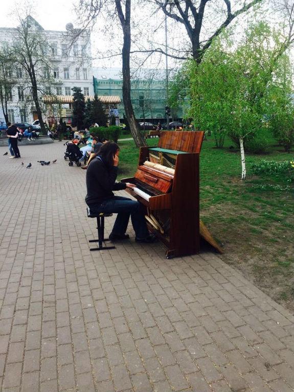 На Подолі у Києві з'явилось вуличне піаніно  - фото 1