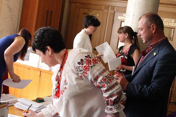 Як депутати святкували День вишиванки (ФОТО) - фото 10