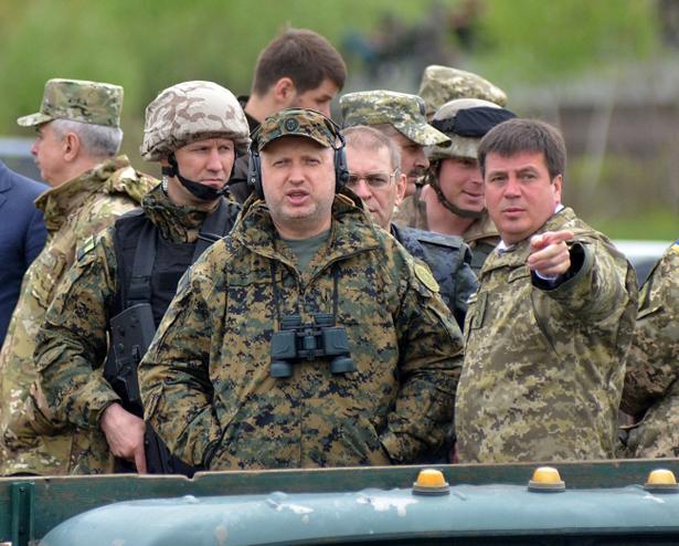 """Турчинов перед Ригою почав заробляти бали на """"насзливають"""" - фото 1"""