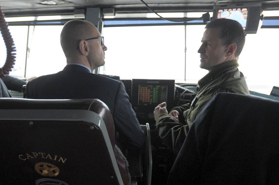 Як Яценюк відвідував авіаносець США в Середземному морі - фото 1