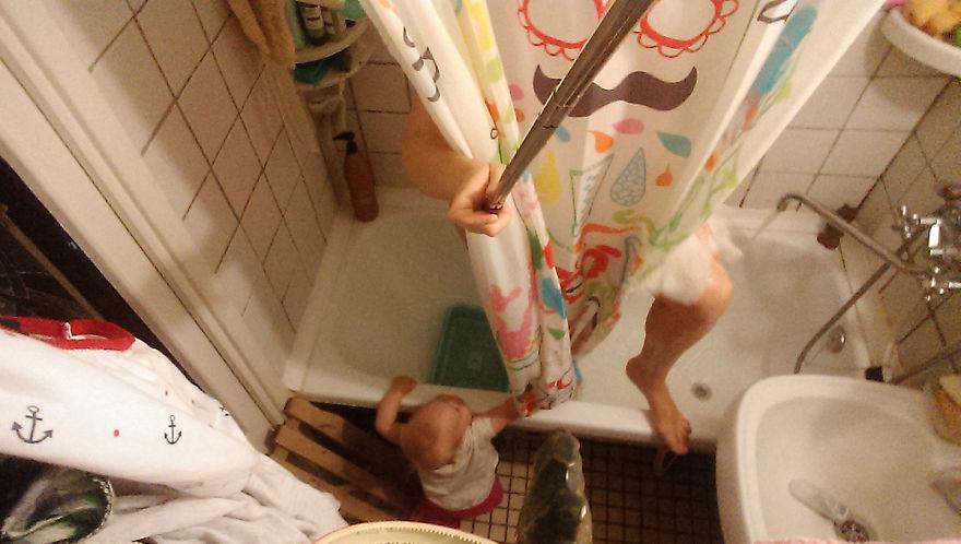 Росіянка з селфі-палкою показала, як насправді виглядає день матусі - фото 12