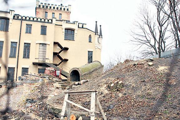 Кияни в шоці: легендарний замок Річарда перетворять на житловий будинок - фото 3