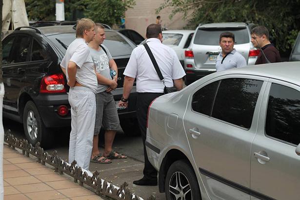 """Як """"чесні"""" прокурори Одещини добирались на тестування на дорогих автівках - фото 3"""