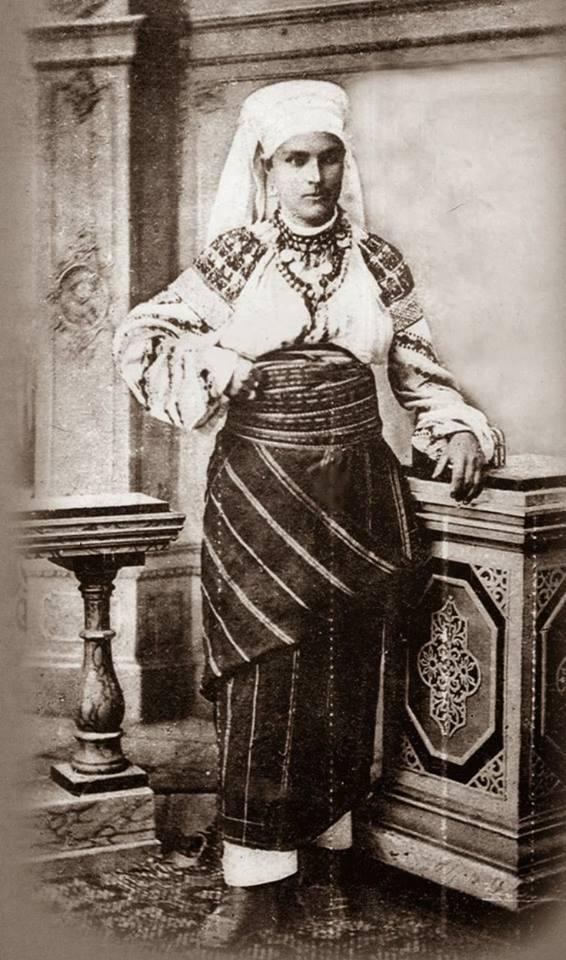 Як одягалися українські модниці 100 років тому - фото 2