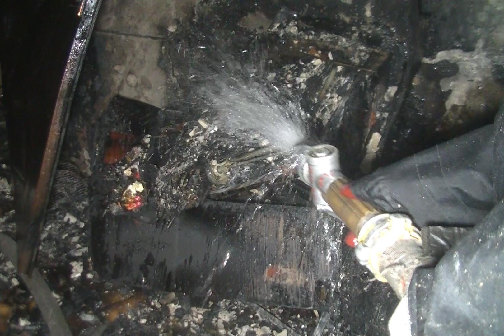 У Харкові з палаючого будинку евакуювали майже півсотню людей - фото 1