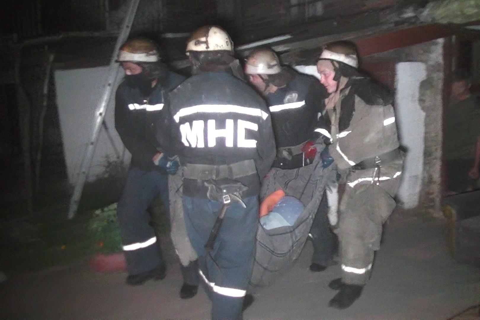 У Харкові з палаючого будинку евакуювали майже півсотню людей - фото 2