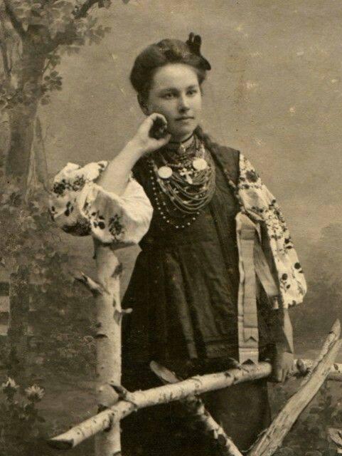 Як одягалися українські модниці 100 років тому - фото 4