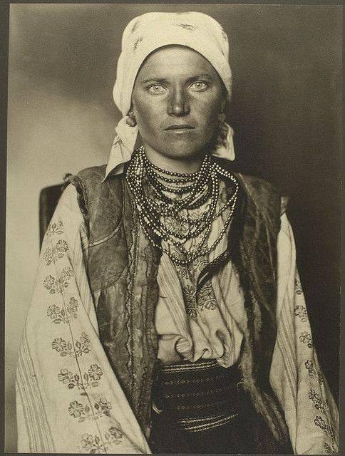 Як одягалися українські модниці 100 років тому - фото 11