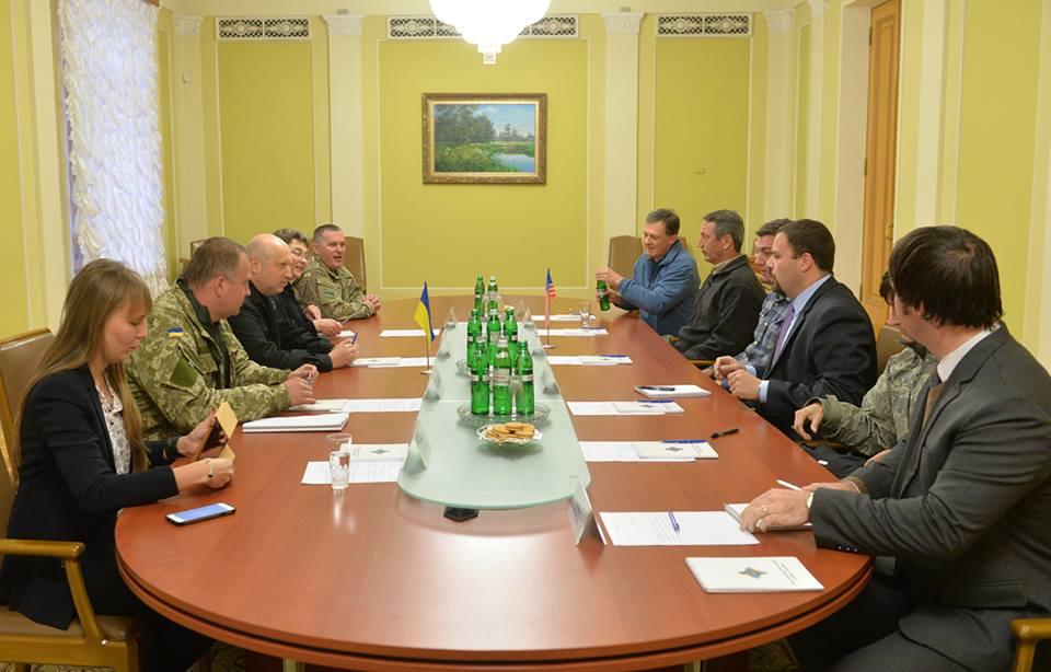 Турчинов обговорив з конгресменами США співробітництво в секторі безпеки й оборони - фото 1