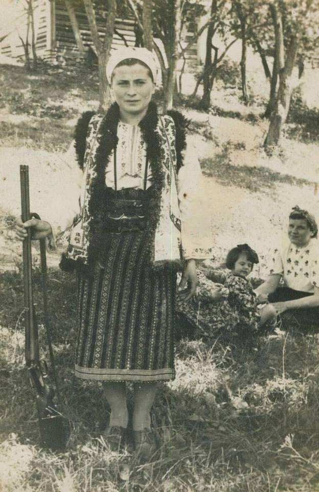 Як одягалися українські модниці 100 років тому - фото 16
