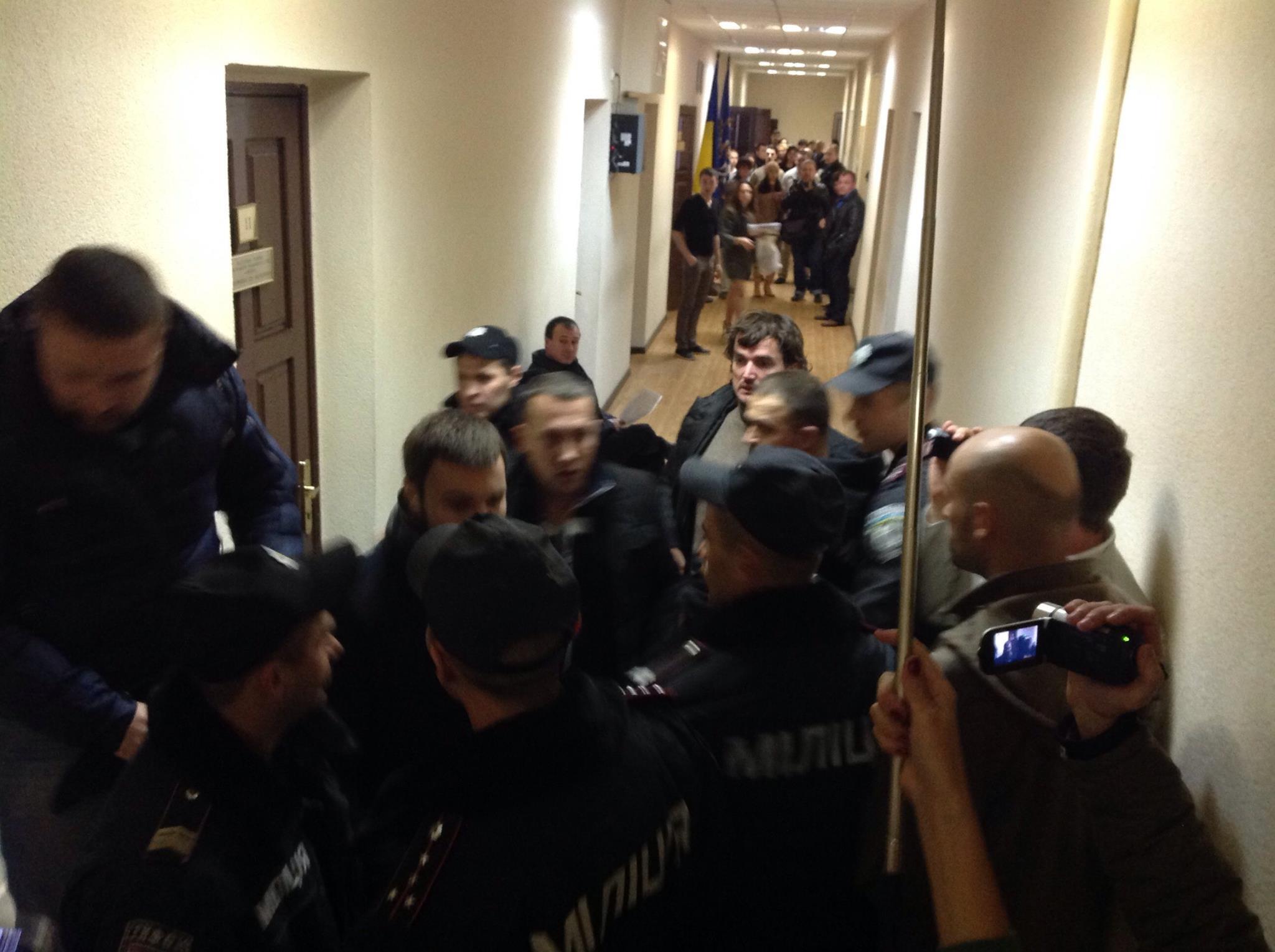 """""""Радикали"""" з боєм проривалися на суд над Мосійчуком - фото 2"""