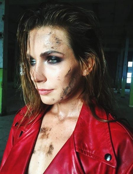 Донька Сумської, вимазана у багнюці, знялася у фотосесії  - фото 5