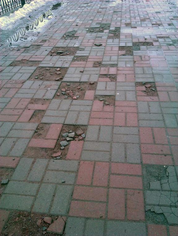 У столиці Оболонська набережна перетворюється на руїну  - фото 1