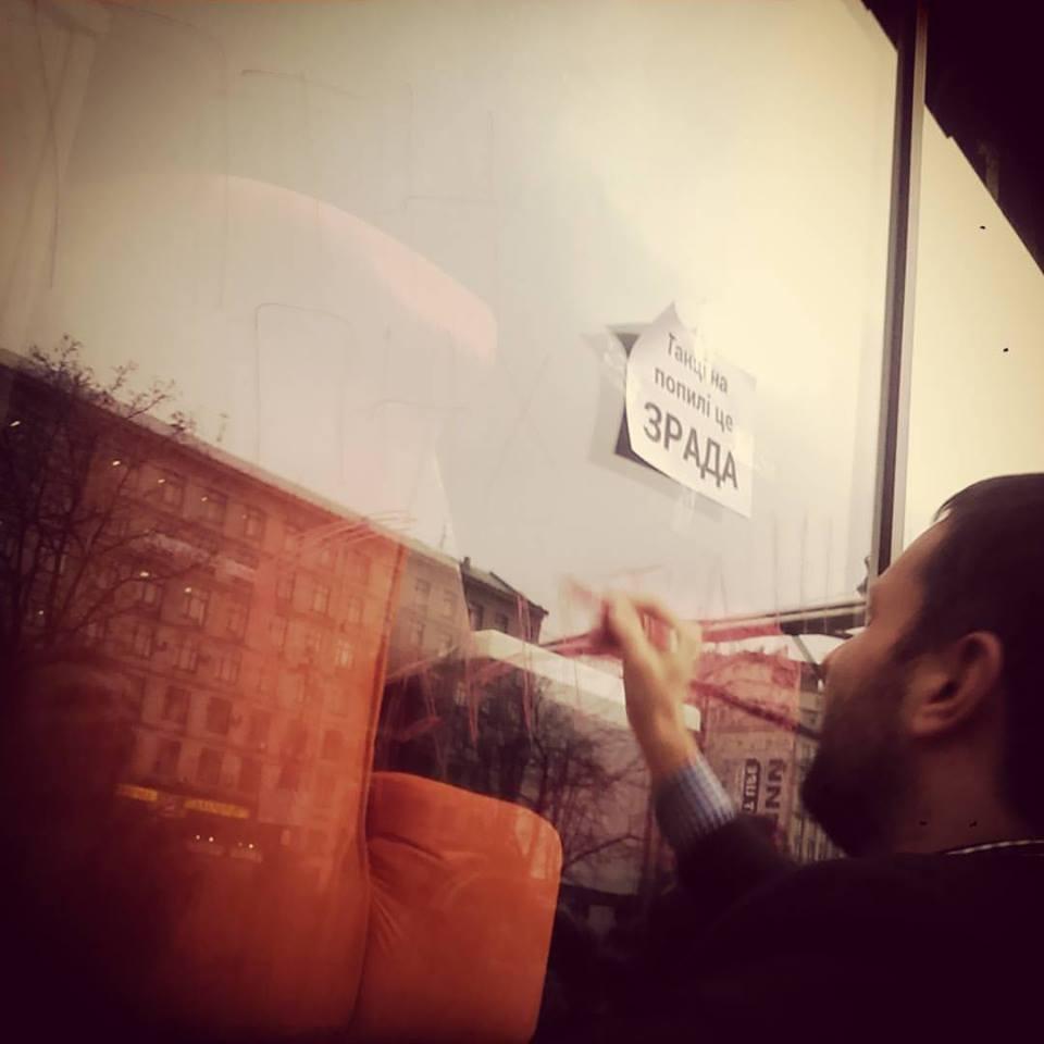 Парасюк з нардепами штурмує кафе в Будинку профспілок - фото 7