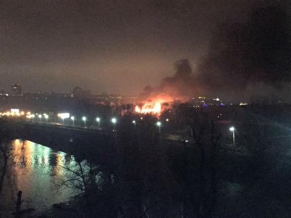 У Києві - масштабна пожежа біля Гідропарку - фото 2