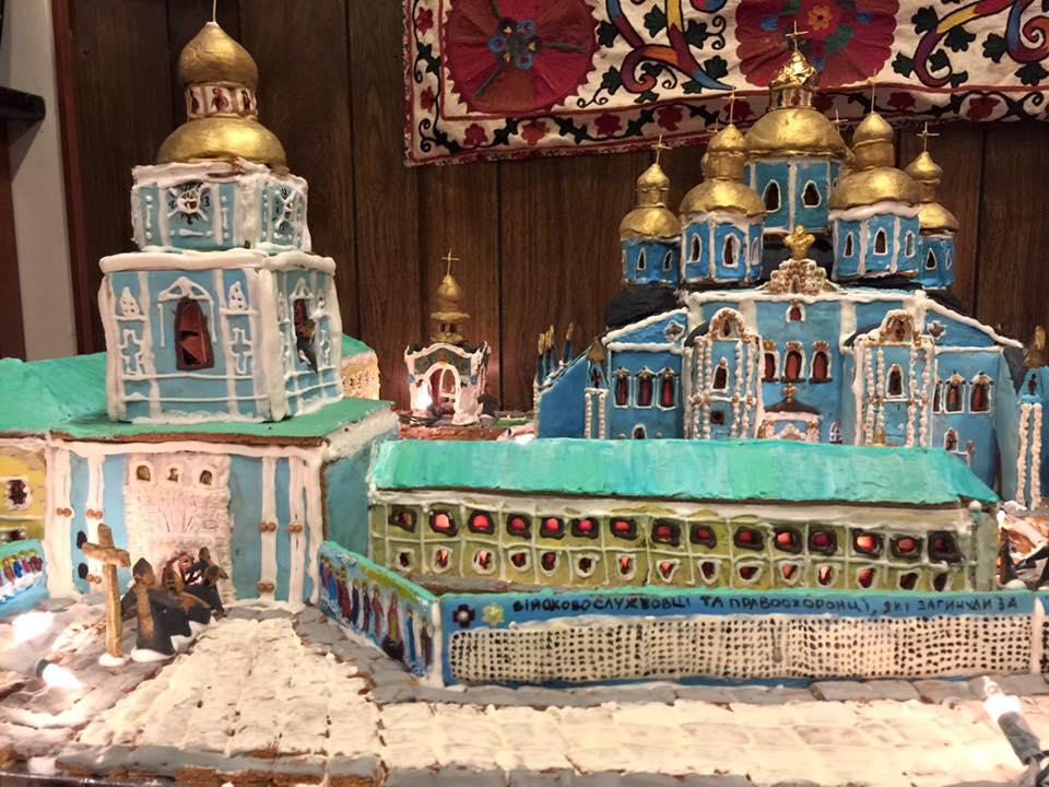 Дружина американського дипломата зробила Михайлівський собор з печива - фото 2
