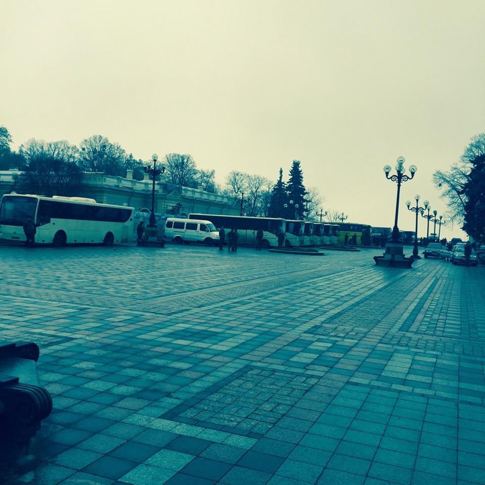 """Під Раду """"боронити Яценюка"""" стягнули багато поліції - фото 2"""