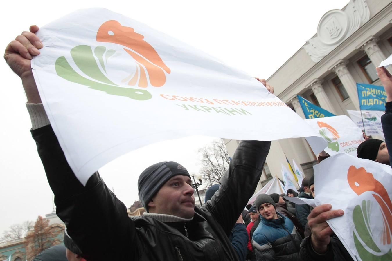 Кілька тисяч аграріїв мітингують під Радою  - фото 10