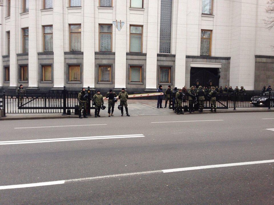 До Ради нагнали поліцію та військових  - фото 1
