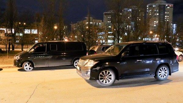 """Учасники форуму Саакашвілі приїжджали на """"антикорупційних"""" автомобілях (ФОТО) - фото 3"""