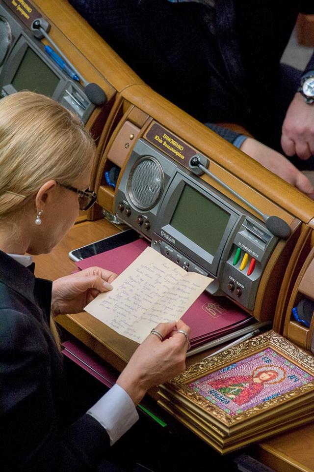 """""""Свята Юлія"""": На робочому місці Тимошенко у Раді помітили ікону - фото 1"""