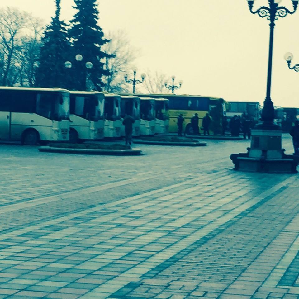 """Під Раду """"боронити Яценюка"""" стягнули багато поліції - фото 1"""
