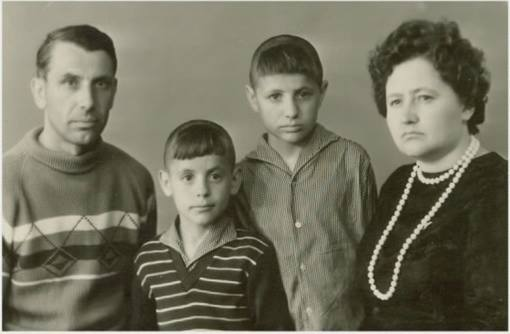 Як кримська вата б'є чолом Аксьонову та Константинову ЩЕ НЕ ГОТОВО - фото 1