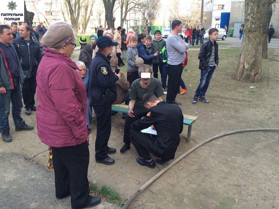 У Миколаєві жінка влаштувала в квартирі витік газу та потоп