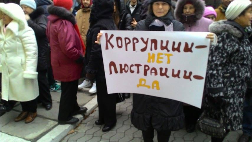 """Активісти під стінами Насірова вимагають люструвати Гаврилюка та його """"сірі схеми"""" на митниці - фото 2"""